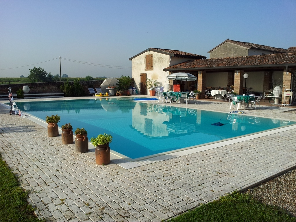 Piscine a Bordo Sfioro